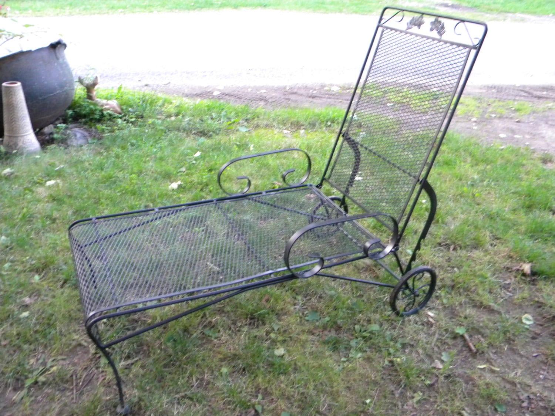 Nice Shape Sturdy Vintage Mid Century Salterini Woodard Chaise