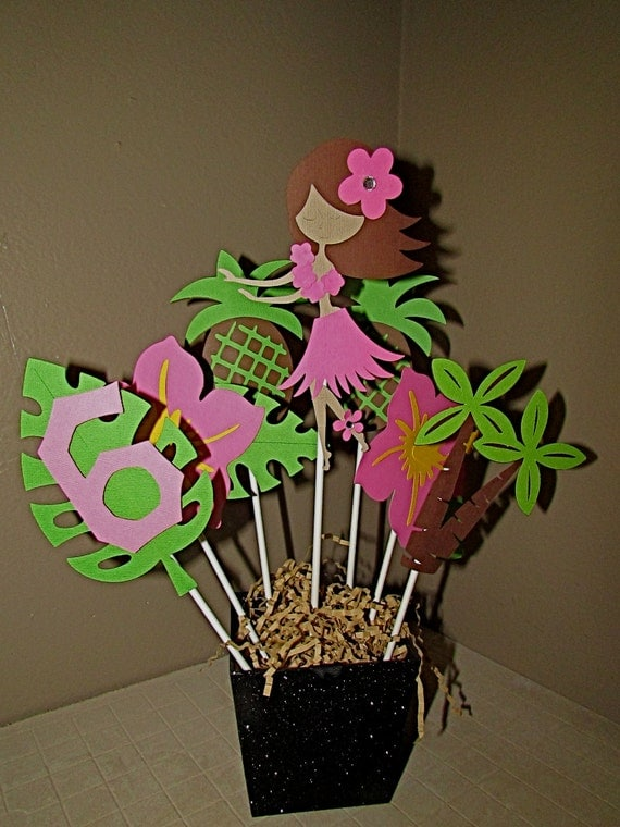 Luau aloha hula girl birthday centerpiece luau party table for Idee deco table