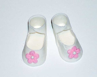 Gumpaste Baby Shoe Cupcake Toppers