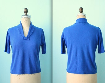 vintage 60s knit blue bow top with rolled collar / short sleeved sweater / size medium