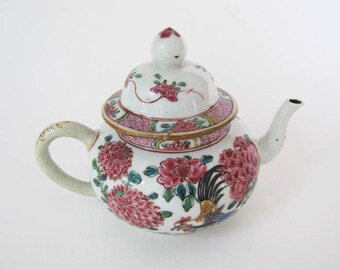 Mid-18th Century Chinese Export Teapot Imported to Holland ON SALE