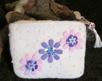 White felt coin purse / pouch. Handmade felt 100% wool with acetate lining.