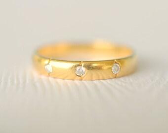 SALE - 1970s vintage / 18k gold three diamond engagement ring / wedding band stacking diamond band