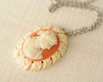 1940's vintage / celluloid Cameo necklace // MADEMOSIELLE
