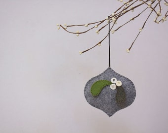 NIkkie's Felt Mistletoe Christmas Ornament