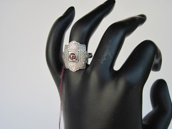 Medieval Ring Garnet Healing Stone Shield of Armor Protection Ring Size 7