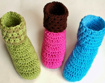 Crochet Pattern - Ladies Crochet Booties Slippers Pattern (Women's Sizes 4/5, 6/7, 8/9, 10/11) - Instant Download PDF