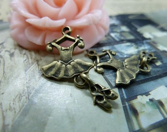 30PCS antique bronze 10x22mm dress dance shoes charm pendant- WC1538