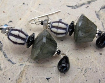 Spruce Earrings - green black beige - labradorite -sheen - Swarovski