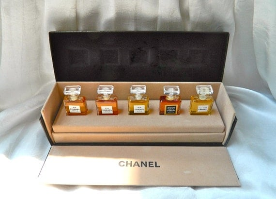 Temp Hold S Chanel Vintage Perfume Gift Wardrobe Set In
