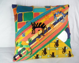 DECORATIVE CHEERFUL CATS  pillow cover