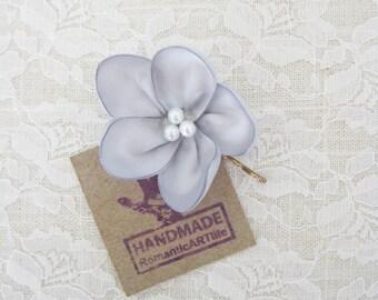 Silver Flower Hair Accessory. Bridesmaid Silver Flower Hair Piece. Wedding Flower Accessory.