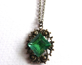 Vintage 1940's Green Diamond Flourish Silver Pendant Necklace