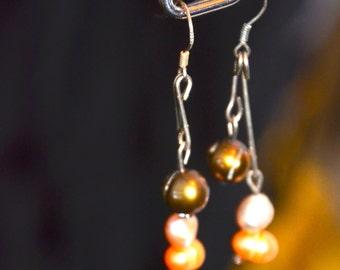 A Set of  Fresh water Pearl Earrings (Shinning Drop)