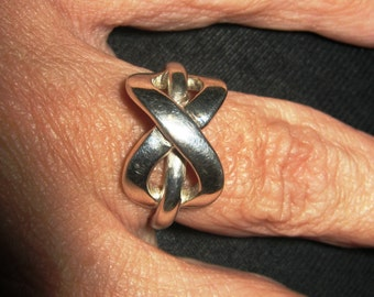 Infinity ring . Sterling silver infinity ring