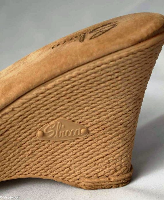 Foxy 70s Sbicca high-heeled espadrille wedge mules in a lovely Champagne fabric, size US womens 10M. Very gently worn and very fabulous.
