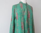 Vtg 60s 100% Silk Green Paisley Print Shift Dress with Tie/Scarf