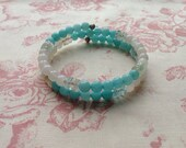 Memory Wire Bracelet. Jade White Agate and Aqua Marine Memory Wire Bracelet. White Blue Bracelet