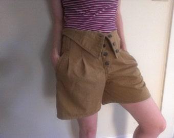 90s vintage women's small khaki high waist pleated shorts