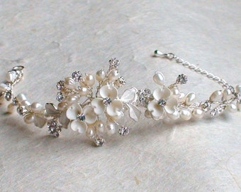 Unique floral style bridal bracelet. Ivory flower pearl bracelet. Bridal accessories. Bracelet. Bridal accessories. Wedding bracelet.