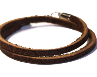 Double wrap bracelet with thin leather, Burned circle design.