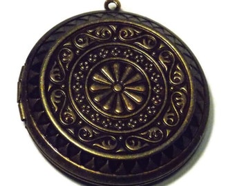 1.75 Inch 45mm Diameter Ornate  Floral Locket - Antiqued Bronze Toned Metal - Large Round Photo Locket