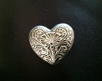 Vintage Art Nouveau Design Heart Brooch