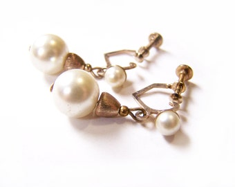 Vintage Dainty Gold Tone Faux Pearl Drop Dangle Screw On Earrings / Gift for Her / C319