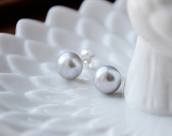 pearl stud earrings  ///  7mm genuine fresh water pearls set in sterling silver /// classy, elegant, timeless, everyday studs
