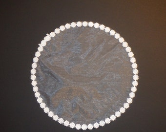 25 pieces of white or off white tulle with daisy border