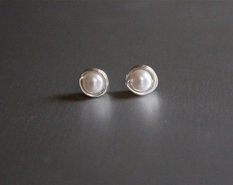 Sterling Silver and Pearl Ear Rings, stud Earring, Small Studs, Post Earrings, Bridesmaid Earrings, Bridesmaid Gifts