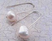 PEARL. Freshwater cultured pearls on hand forged silver wire. Pearl Earrings.