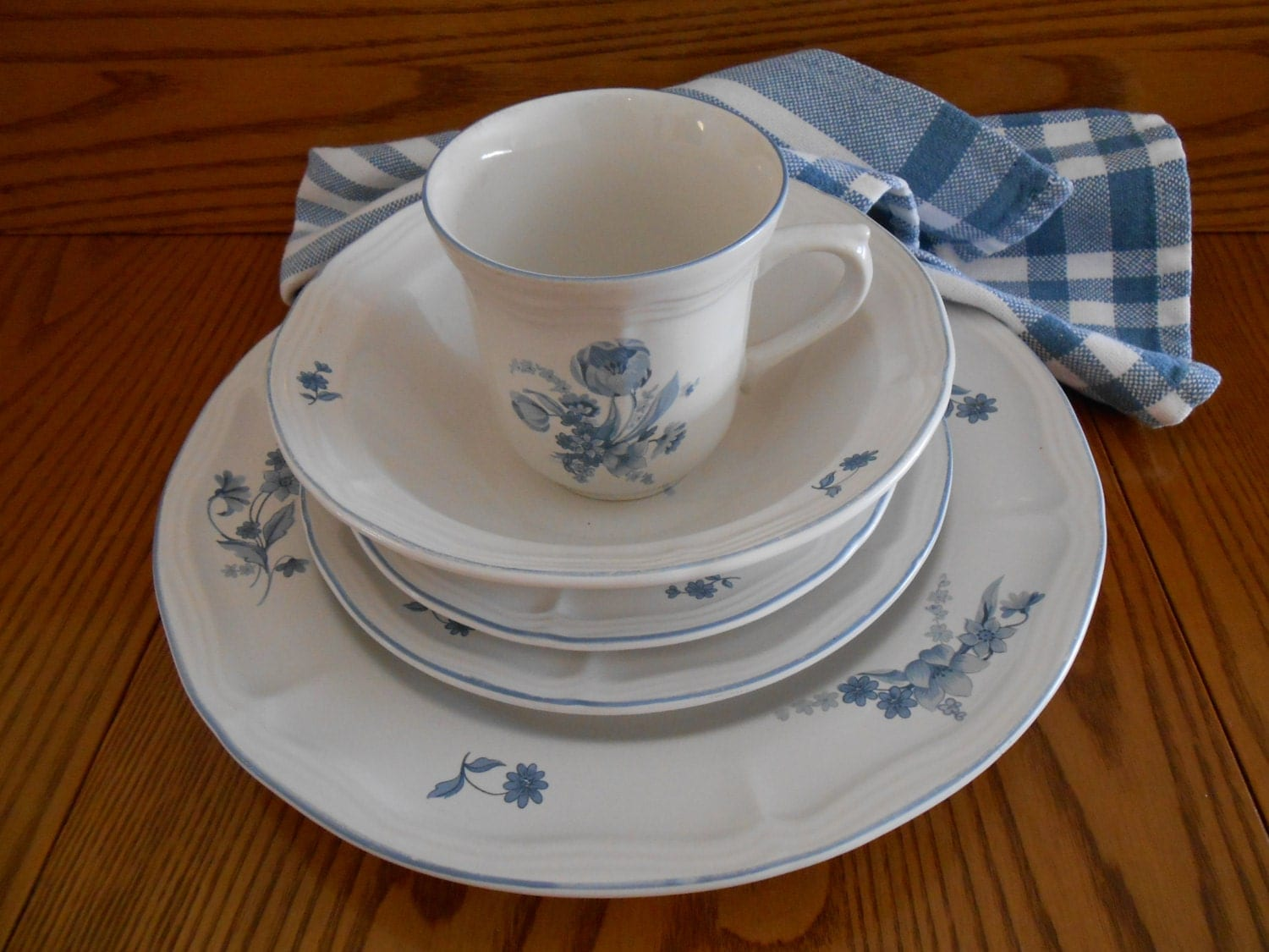 Vintage blue white dishes by brick oven 5 pc place setting for Brick oven stoneware jardin bleu