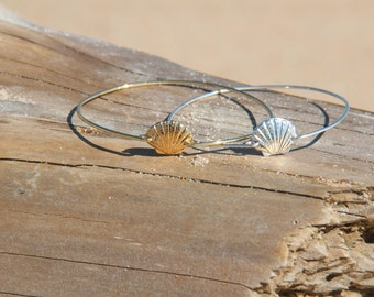 Scallop shell stackable wire bangle bracelet