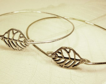 Delicate leaf stackable wire bangle bracelet