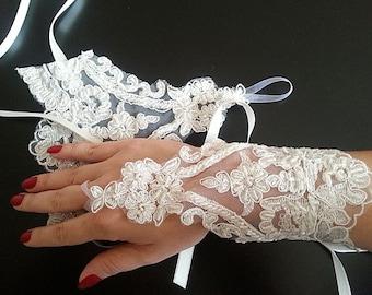 ivory bridal gloves, bridal gloves, fingerless gloves, bridal cuff, Lace Wedding gloves, wedding accessories
