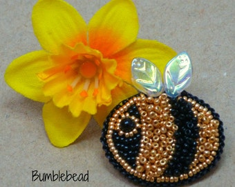 TUTORIAL: Bead Embroidered Little Bee Brooch Tutorial - A Pattern for a Seed Bead Bumblebee