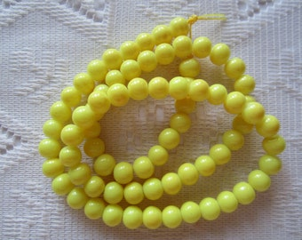 25  Lemon Yellow Opaque Round Ball Glass Beads  6mm