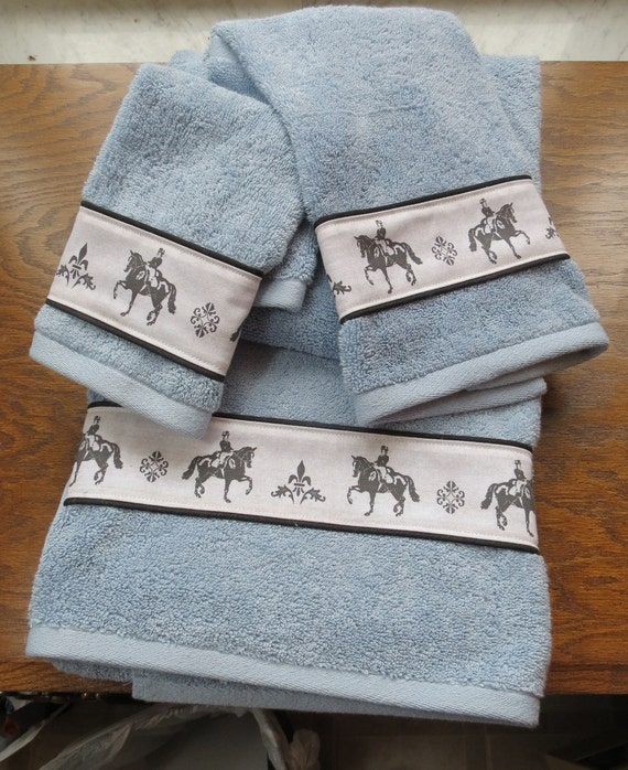 Don't forget the bathroom when decorating your house in a western or horse theme. We've got all the western and horse themes covered in our bathroom decor: horse.