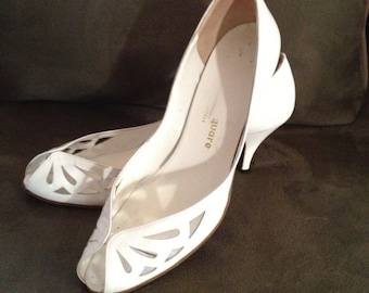 Vintage White Leather Open Toe Shoe