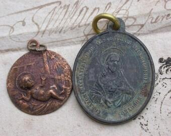 Rare 18th century Antique Solid bronze religious medal Jesus baby sacret heart Jesus Jose y Maria