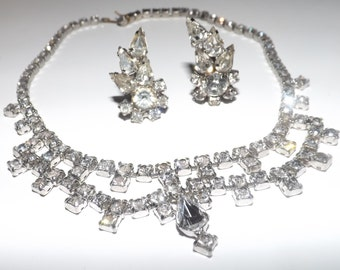 Lovely vintage rhinestone necklace and clipon earrings