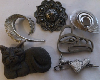 lot of six brooches
