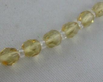 Original Gablonz GLAS-Perlen (hergestellt 1950 - 1960). Neu aufgezogen zu einer lässigen Kette