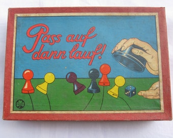 Watch, then run! Age old board game for 3 to 5 players. KLEE Game No. 518. L. Kleefeld & Co. Fuerth, Bavaria, Germany. Probably 30s. VINTAGE