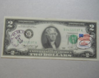 Two dollar Federal reserve note.