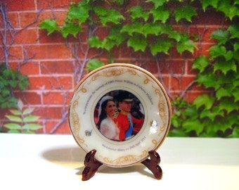 """Miniature plate for Dollhouse 1:12 scale """"Royal Wedding ; William & Kate """""""