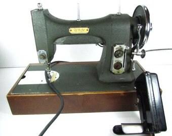 Vintage Sewing Machine, White Sewing Machine,black,vintage case,green