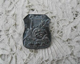 Antique button 1910