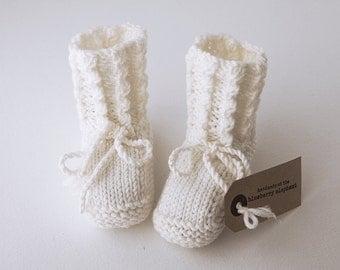CUILLIN IN SNOW - hand knit merino wool baby booties